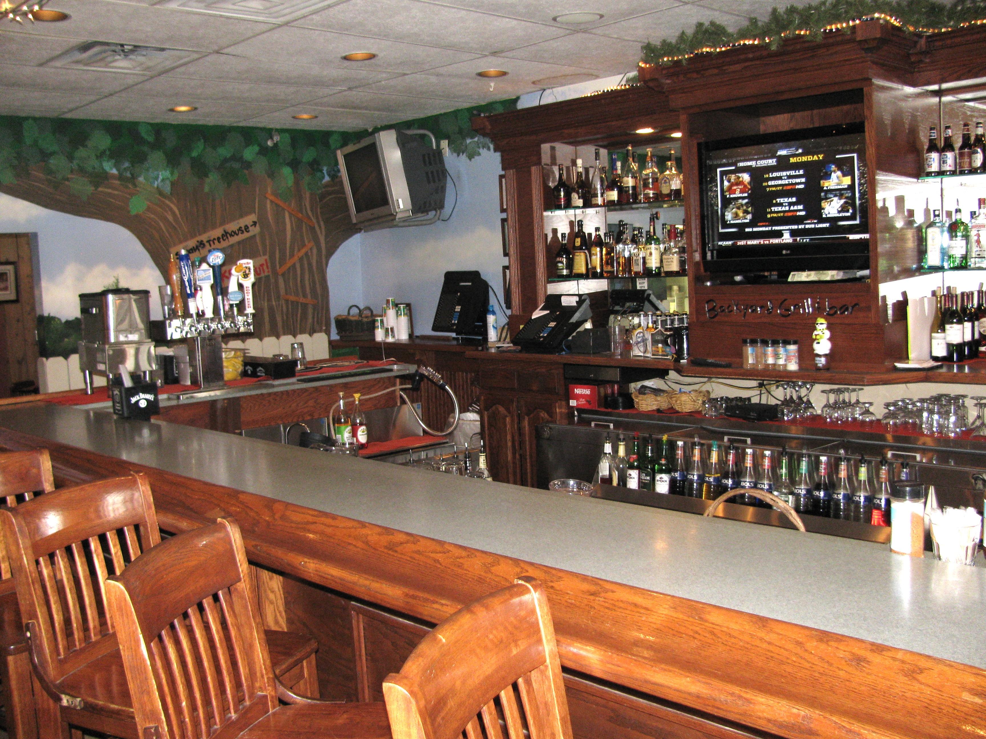 Backyard Grill and Bar Roscoe, Ill – Bar Area
